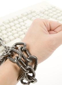 internet-sosyal-medya-bagimliligi-bilgisayar-glr